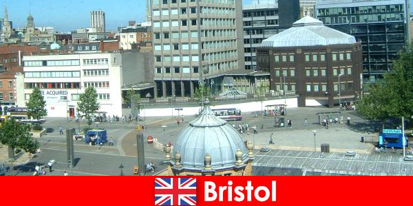 여행자를위한 영국 브리스톨 시의 관광 명소