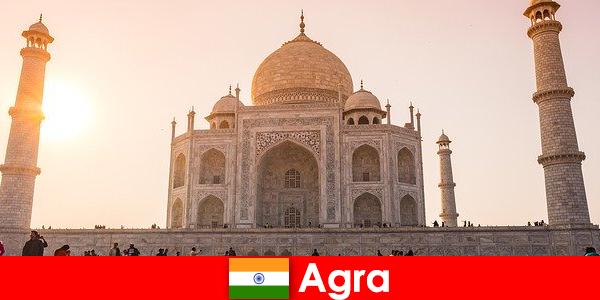 아그라 인도의 인상적인 궁전 단지는 휴가를 즐기는 사람들을위한 여행 팁입니다.