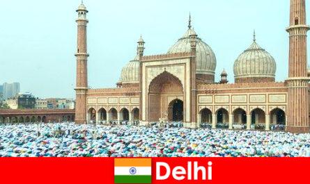 세계적으로 유명한 이슬람 건물이 특징인 인도 북부의 대도시 델리