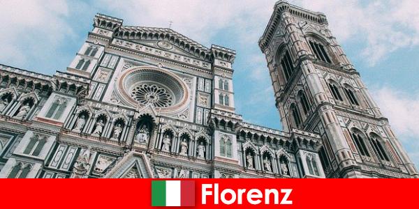예술 사의 많은 주요 도시와 피렌체는 전 세계에서 방문자를 끈다
