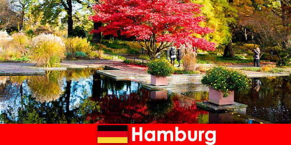 함부르크 는 편안한 휴가를위한 큰 공원이있는 항구 도시