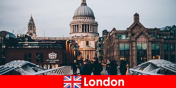 런던에는 세계적으로 유명한 현대 박물관이 무료로 입장할 수 있습니다.
