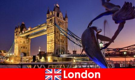 런던은 전통으로 유명한 현대의 비싼 수도