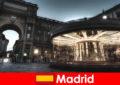 마드리드는 카페와 노점상으로 유명하며 도시 휴가를 볼 가치가 있습니다.