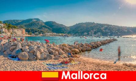 세계적으로 유명한 파티 마일과 아름다운 해변마요르카