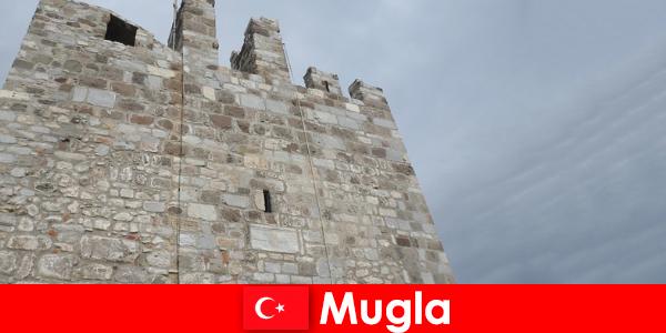 터키무글라의 폐허가 된 도시로의 모험 여행