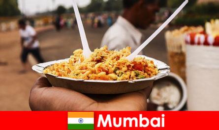 뭄바이는 노점상과 음식 유형으로 관광객들에게 알려진 장소입니다.