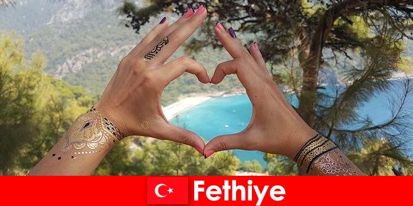 젊은이와 노인을위한 터키 페티예의 해변 휴가는 항상 꿈