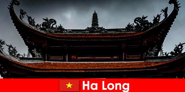 하롱은 낯선 이들의 문화도시라고 부른다.