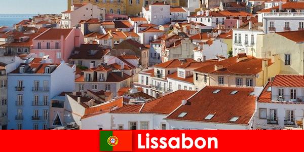 리스본 해변 태양과 맛있는 음식과 해안 도시 최고 목적지