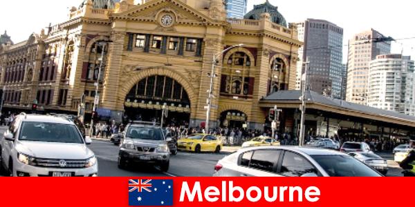 남반구에서 멜버른 에서 가장 큰 야외 시장 낯선 사람들을위한 만남의 장소