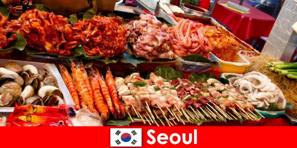 서울은 맛있고 창의적인 길거리 음식으로 여행객들 사이에서도 유명합니다.