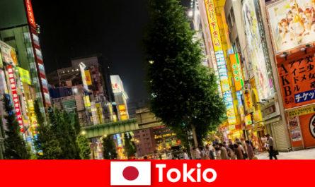 현대의 건물과 고대 사원은 외국인이 도쿄를 잊을 수 없는 여행으로 만듭니다.