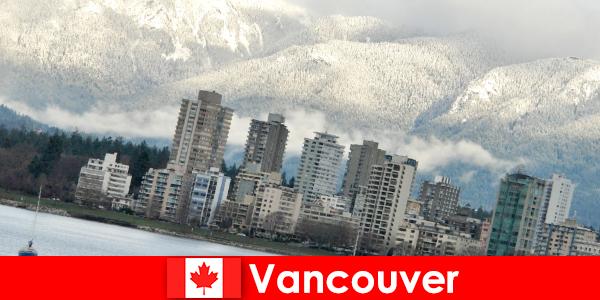 바다와 산 사이의 밴쿠버의 멋진 도시는 스포츠 관광객을위한 많은 기회를 엽니 다