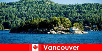 외국인 관광객을 위해 휴식을 취하하고 캐나다 밴쿠버의 아름다운 자연 경관에 빠져보세요.