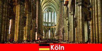 쾰른 대성당의 세 거룩한 왕에 낯선 사람들을위한 순례