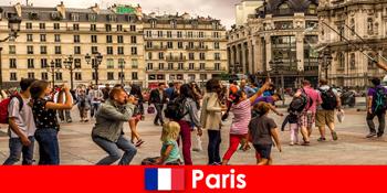 대부분의 낯선 사람은 서로를 알아 가기 위해 파리에 온다