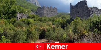 탐험가들을 위해 케메르 터키로 가는 고대 유적지 여행