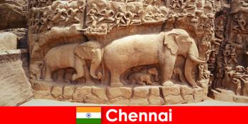 외국인들은 인도 첸나이의 전통 문화 건물에 열광하고 있습니다.