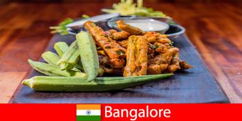 인도의 방갈로르는 현지 요리와 쇼핑 경험에서 여행자에게 진미를 제공합니다.