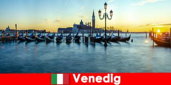 베니스 이탈리아의 떠있는 도시에 커플을위한 낭만적 인 신혼 여행