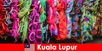 쿠알라룸푸르 말레이시아의 문화 관광객은 훌륭한 장인정신을 경험합니다.