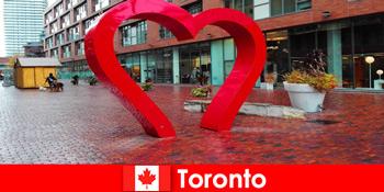 다채로운 도시로 토론토 캐나다는 다문화 대도시로 외국인 손님을 경험