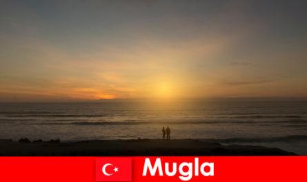 사랑에 심장 관광객을위한 그림 같은 베이무글라 터키에서 여름 여행