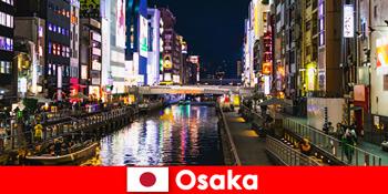 오사카 일본에서 외국인 여행객을 기다리고 있는 엔터테인먼트 지구와 진미