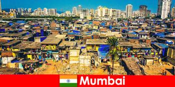 뭄바이 인도에서 여행자는이 멋진 도시의 대조를 경험