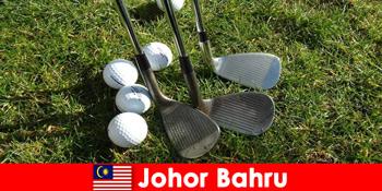 인사이더 팁 – 조호르 바루 말레이시아는 활동적인 관광객을위한 많은 웅장한 골프 코스를 가지고 있습니다.