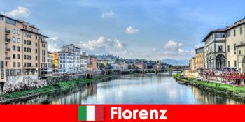 많은 낯선 사람들을위한 피렌체 이탈리아 브랜드 도시