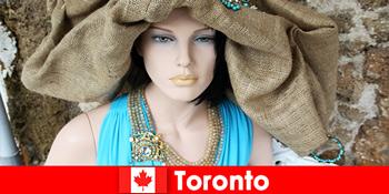 방문객들은 토론토 캐나다의 국제적인 중심지에서 모든 종류의 기발한 상점을 찾을 수 있습니다.