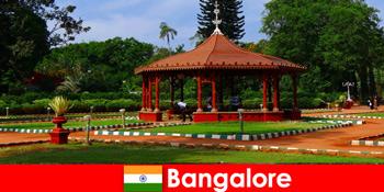 해외에서 관광객은 방갈로르 인도에서 멋진 보트 여행과 멋진 정원을 기대할 수 있습니다