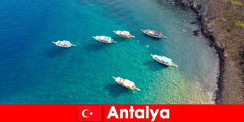 관광객 안탈리아 터키에서 휴가 햇빛의 마지막 시간을 사용